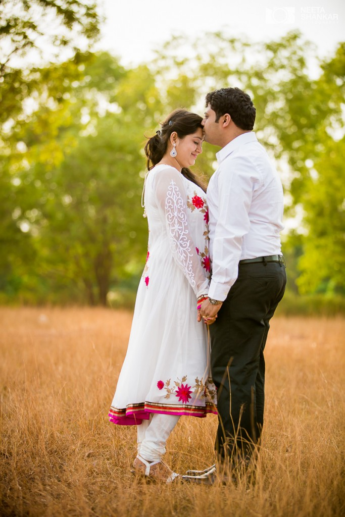 Neeta-Shankar-Photography-Hesarghatta-Grasslands-Pre-Wedding-Couple-Shoot-Bangalore-outdoor
